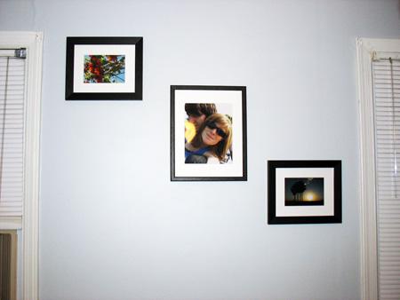 Wall photo frame arrangement